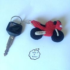 Free Pdf pattern in english and spanish for this ami bike keyring