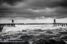 Big sea between the piers