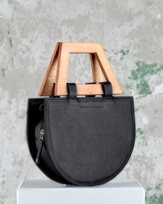 leather handbags and purses Leather Purses, Leather Handbags, Wooden Bag, Sacs Design, Potli Bags, Leather Bags Handmade, Cute Bags, Brown Bags, Purses And Handbags