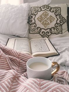 Imagen de quran, islam, and coffee Allah Islam, Islam Quran, Islam Muslim, Islam Beliefs, Islam Religion, Quran Wallpaper, Islamic Wallpaper, Mecca Wallpaper, Soft Wallpaper