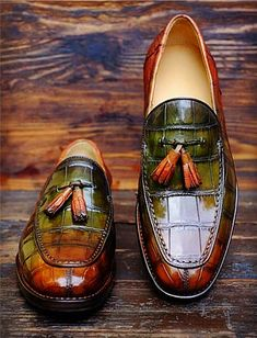 """""""Singapore Sling""""Anew Patina by Alexander Nurulaeff - Dandy Shoe Care for a lucky collector of bespoke shoes from Singapore: Mr.Stay tuned to find out many other spectacular HD images of these extraordinary shoes. Women's Shoes, Slip On Shoes, Me Too Shoes, Shoe Boots, Dress Shoes, Dress Clothes, Shoes Men, Sweater Dresses, Shoes Style"""
