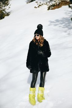 low key obsessed with moon boots Winter Looks, Winter Fits, Winter Chic, Winter Mode, Winter Style, Snow Fashion, Street Fashion, Winter Fashion, Winter Snow Boots