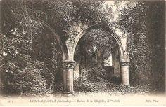 """""""Dès le milieu du XI siècle, et jusqu'au XVIIIe siècle, les seigneurs de France font construire leur demeure sur les différents fiefs de Saint-Arnoult. Les ruines des châteaux de Lassay et d'Estimauville subsistent encore. Dotée de deux fontaines réputées miraculeuses, la paroisse est, jusqu'au milieu du XXe siècle, un lieu de pèlerinage important, notamment le 23 juin et le troisième dimanche de septembre. (…)"""""""