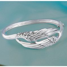 Angel Wings Not sure if this is a bracelet or a ring, but cool ring idea!