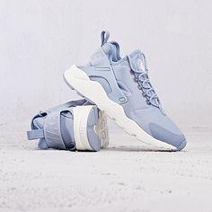 64 Ideas Sneakers Nike Huarache Blue For 2019 Huarache Run Ultra, Nike Air Huarache, Hirachi Nike, Nike Air Shoes, Sneakers Nike, Cute Shoes, Me Too Shoes, Huaraches Shoes, Blue Nike