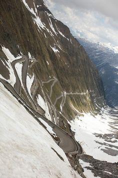 mrwhites:  Good God. fabbricadellabici:  The Stelvio… it's that steep. Giro d'Italia by incuboy on Flickr.   Whats a Mt. Evans?