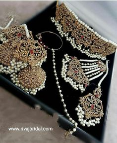 Make to order according to requirements. 7 to 35 days worldwide delivery. Indian Jewelry Earrings, Indian Jewelry Sets, Fancy Jewellery, Gold Jewellery Design, Bridal Jewellery, Tika Jewelry, Hair Jewelry, Gold Jewelry, Pakistani Bridal Jewelry
