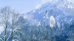 """Castillo de Neuschwanstein construido por el Rey Ludwig II sobre la peña de Hohenschwangau. Baviera. Alemania. Siglo XIX: La primera piedra se coloca el 5 de septiembre de 1864. Promedio de visitantes anual: 1,3 millones de personas. Aforo máximo alcanzado por día: 8.000 personas. Fue elegido por Disney en 1959 para ambientar """"La Bella Durmiente"""". Fuente: http://es.forwallpaper.com/wallpaper/wallpapers-castle-nature-neuschwanstein-bavaria-winter-landscape-wallpaper-708372.html"""