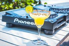 Lo Hacemos Bien   Ricos Cocktails Bebida Mojito, Gin, Margarita, Tableware, Glass, Gastronomia, Drink Recipes, Drink Recipes, Blue Prints