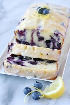 Lemon Blueberry Bread Perfectly moist, flavorful and delicious quick bread! - Perfectly moist, flavorful and delicious Lemon Blueberry Loaf Recipe Lemon Blueberry Loaf, Lemon Blueberry Pound Cake, Lemon Loaf Cake, Strawberry Bread, Blueberry Scones, Frozen Blueberry Recipes, Easy Blueberry Desserts, Blueberry Quick Bread, Lemon Muffins