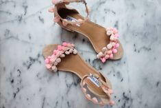 Fancy DIY Pom Pom Sandals For The Summer, Inspired By Aquazzura Source by blaumode Style Glam, My Style, Cool Henna, Pom Pom Sandals, Bling Sandals, Silhouette Curio, Aquazzura, Block Heels, Ankle Strap
