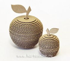 apples from cardboard with their own hands Cardboard Frames, Cardboard Box Crafts, Cardboard Design, Cardboard Sculpture, Cardboard Paper, Newspaper Crafts, Diy Arts And Crafts, Creative Crafts, Karton Design