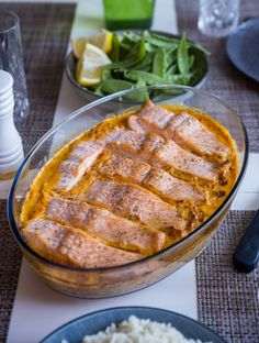 Lax i en läcker paprikasås - ZEINAS KITCHEN Zeina, Tasty, Yummy Food, Swedish Recipes, Apple Pie, Waffles, Salmon, French Toast, Dinner Recipes