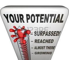 Un termómetro de medición de su nivel de potencial alcanzado, que van desde la cada vez mayor, llegando, alcanzado y superado para mostrar el éxito de sus esfuerzos de crecimiento personal han sido. Foto de archivo - 11049229