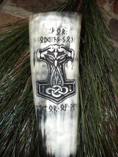 Drinking horn with thors hammer