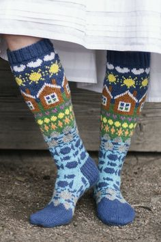 Fair Isle Knitting, Loom Knitting, Knitting Socks, Free Knitting, Knitting Patterns, Knitting Tutorials, Stitch Patterns, Shark Socks, Aran Weight Yarn