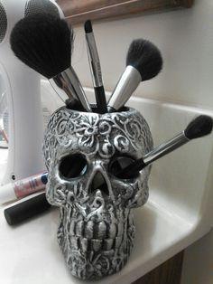 Skull makeup brush holder super cute