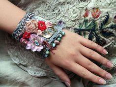 Spring petals romantic shabby chic wrist cuff par FleursBoheme