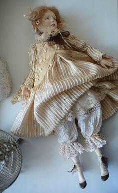 Куколка из дерева. около 50 см Голова, ручки, ножки, шея-декольте. С мягким телом, набитым опилками. Крутит головой, сгибает руки и ноги в локтях-коленях. Платье -…
