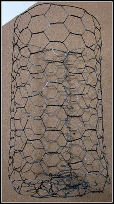 Rusty Chicken Wire Solution: De-Shine New Chicken Wire Bed Spring Crafts, Chicken Wire Crafts, Barbed Wire Art, Diy Craft Projects, Craft Ideas, Decorating Ideas, Iron Wire, Aging Wood, Primitive Crafts