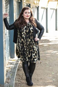 Der wilde Leoprint kann gut zu Leder kombiniert werden The wild Leoprint can be combined well with leather Big Girl Fashion, Curvy Fashion, Plus Size Fashion, Womens Fashion, Fashion Edgy, Ladies Fashion, Curvy Outfits, Mode Outfits, Fashion Outfits