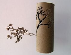 Yuken Teruya is a japanese artist who uses everyday objects (Mc Donald's bags, cardboard toilet paper rolls, pizza boxes. Toilet Paper Roll Art, Toilet Paper Roll Crafts, Cardboard Art, Cardboard Tubes, Recycled Art, Recycled Materials, Oeuvre D'art, Oeuvres, Paper Cutting