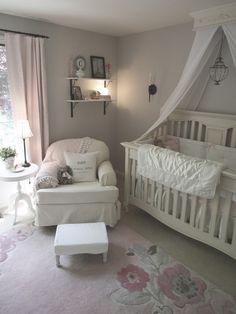 Mooie landelijke babykamer.