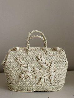 Magnolia Pearl, Yohji Yamamoto, Weaving Textiles, Basket Bag, Motif Floral, Vintage Purses, Summer Bags, Sisal, Basket Weaving