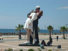 Sailor Kissing Nurse Statue in Civitavecchia, Italy