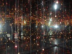 Infinity Mirrored Room-Filled with the Brilliance of Life