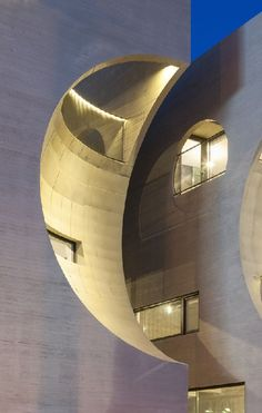 Moon-Shaped Building By Moon Hoon Architects