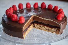 Festkake: Troikakake Norwegian Food, European Cuisine, No Bake Desserts, Let Them Eat Cake, No Bake Cake, Sweet Tooth, Cheesecake, Deserts, Good Food