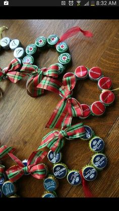 Diy Bottle Cap Crafts 474215035738116482 - 2013 Upcycled Beer Bottle Cap Christmas Ornament, Christmas Bottle Cap Wreath, Handmade Christmas Ornaments Source by delogurondini Recycled Christmas Decorations, Diy Christmas Ornaments, Homemade Christmas, Christmas Projects, Holiday Crafts, Ornaments Ideas, Snowman Ornaments, Holiday Decorations, Ornament Wreath