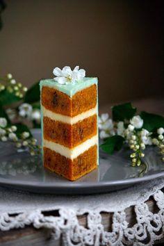 38 ideas cake mug recipe sweets Mug Recipes, Easy Cake Recipes, Cooking Recipes, Fondant Cakes, Cupcake Cakes, Coffee Buttercream, Layered Desserts, Wedding Cakes With Cupcakes, Cake Decorating Tips
