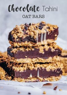 Yummy chocolate & tahini oat bars by Nadia Check out her page for the recipe! Vegan Treats, Vegan Snacks, Vegan Desserts, Raw Food Recipes, Sweet Recipes, Baking Recipes, Dessert Recipes, Tahini Recipe, Chocolate Crunch