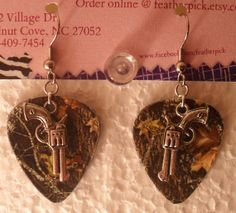 Mossy Oak Camo Camouflage guitar pick earrings with silver gun pistol charm for hunting country shooting farm girl gift jewelry Country Girl Style, Country Girls, Country Wear, Southern Style, Country Life, Jewelry Gifts, Jewelery, Jewelry Ideas, Camo Guns