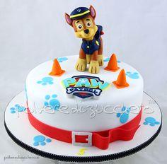 Torta decorata dei Paw Patrol con Chase in pasta di zucchero Cake decorated the Paw Patrol with Chase sugar paste