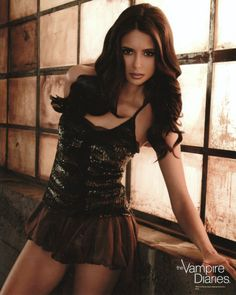 The vampire diaries saison 3 : nina dobrev sexy sur une nouvelle photo promo Beautiful Celebrities, Beautiful Actresses, Gorgeous Women, Nina Dobrev Style, Nikki Reed, Brunette Beauty, Woman Crush, Sensual, Beauty Women
