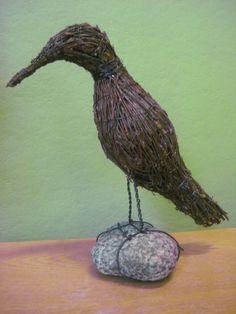Soisalo-opiston käsityöblogi Bird Sculpture, Garden Sculpture, Sculptures, Willow Weaving, Basket Weaving, Gnome Garden, Garden Art, Hobbies And Crafts, Diy And Crafts