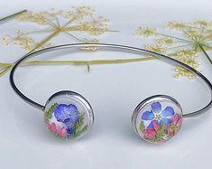 Real flower jewelry and accessories for nature by MayaJambalaya Etsy Jewelry, Handmade Jewelry, Jewellery, Etsy Handmade, Flower Bracelet, Flower Jewelry, Vegan Gifts, Dainty Bracelets, Real Flowers