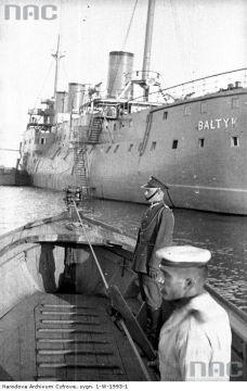 Poland Ww2, Submarines, My Heritage, War Machine, Battleship, Retro, Sailing Ships, Statue Of Liberty, Britain
