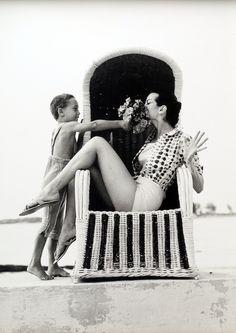 Carmen Dell'Orefice, Vogue UK, 1959. Photo by Norman Parkinson.