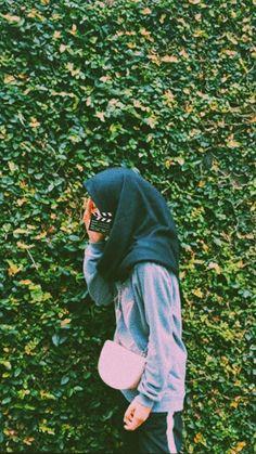 @metya.as Hijab Style Dress, Casual Hijab Outfit, Ootd Hijab, Muslim Fashion, Hijab Fashion, Girl Pictures, Girl Photos, Stylish Hijab, Girls Time