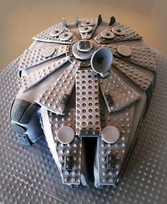 Lego-birthday-cakes-star-wars-millenium-falcon
