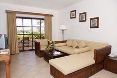 """Das """"Sharm Plaza"""" in Sharm El Sheikh, Ägypten jetzt bei ETI buchen Hotels, Sharm El Sheikh, Red Sea, Couch, Room, Furniture, Holiday, Home Decor, Travel"""