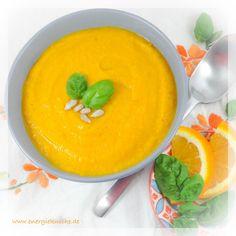 Lecker leuchtende Herbstsuppe mit Kürbis, Karotten und Linsen // vegetarische & vegane Rezepte // www.energiekueche.de Healthy Food Blogs, Good Healthy Recipes, Healthy Soup, Unique Recipes, Pumpkin Carrot Soup, Vegan Pumpkin, Dietitian, Carrots, Pudding