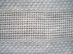 Tissage : Grain d'orge espacé de toile avec bande ajourée. Textiles, Weaving Patterns, Loom Weaving, Le Point, Crochet Top, Couture, Diy, Points, Floor