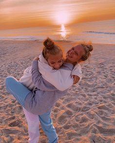 Photos Bff, Best Friend Photos, Best Friend Goals, Cute Photos, Cute Beach Pictures, Cute Friend Pictures, Family Pictures, Best Friend Photography, Friend Poses
