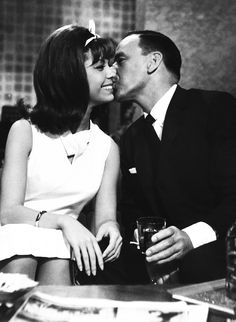 """Frank Sinatra and daughter Nancy in """"Marriage on the Rocks"""" (1965)"""