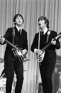The Beatles featuring Paul McCartney George Harrison John Lennon and Ringo Starr Ringo Starr, George Harrison, Beatles Band, Les Beatles, Liverpool, Comic Cat, The Beatles Live, John Lennon Paul Mccartney, Beatles Photos